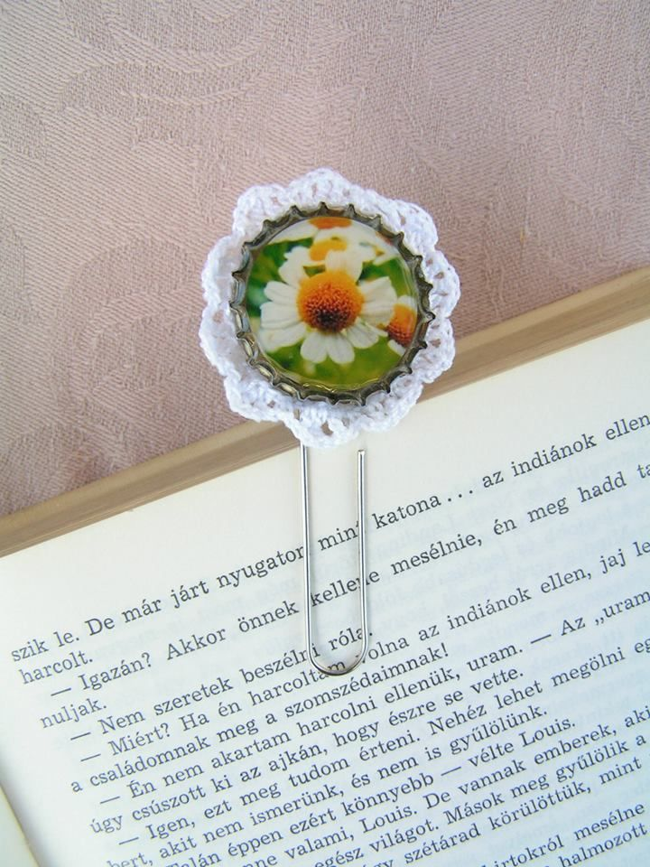 Thus the book jewel shows during the use.