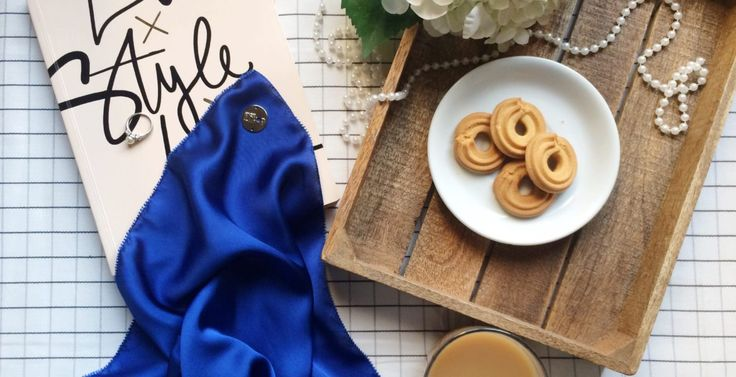 Morning donutellas! Seen here is the luxe satin silk in lapis blue. A gorgeous blue tone, luxe satin has a softer texture. It is thicker and is made of pure satin silk, as compared to the plain matte ones. Oh, words can only describe so much! Just get one yourself and try it on!