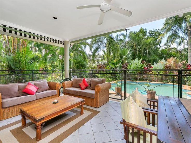 The Hideaway in Clifton Beach £149pn 4 bedrooms 2 bathrooms sleeps 10 300m beach walk palm cove