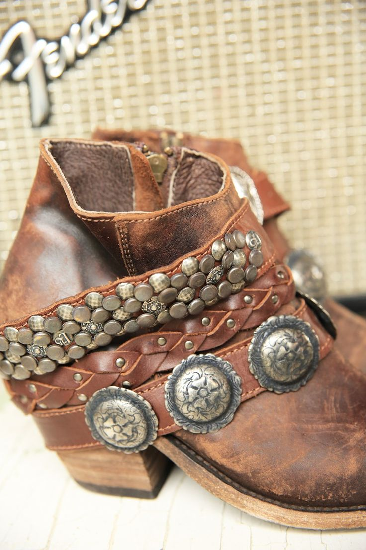 BACKSTAGE BOOT /// side zipper boot in roadweary, distressed leather with removable boot cuffs /// Junk GYpSy co.