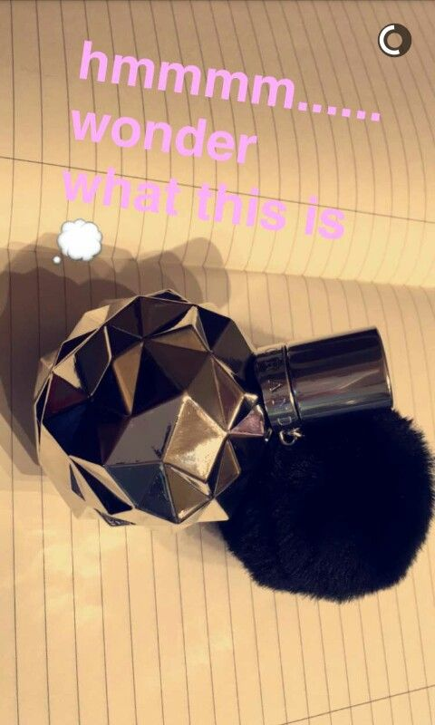 Its Frankie by Ariana Grande and its the perfume that is for both genders OH MY GOD THIS IS AMAZING