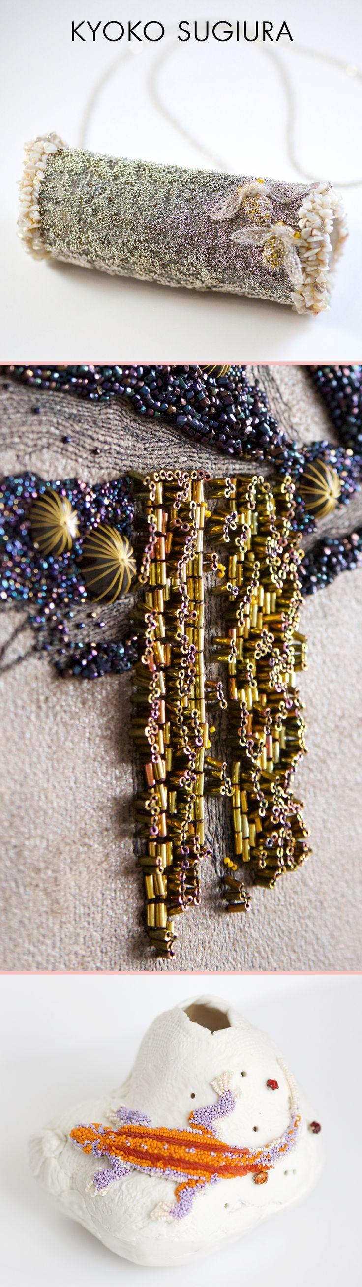 Kyoko Création Broderie est une marque de tableaux, textiles et bijoux brodés à la main par Kyoko Sugiura. Elle sera présente à Révélations en mai prochain 1/ Collier micro-perle ancienne en verre plaqué argent et métal, opale, perle Swarovski, crystal, tulle de soie 2/ Tableau Végétaux et Minéraux en rocaille, cabochon, micro-perle en verre, tube en verre, cuir synthétique 3/ Vase à fleur Lézard sur la terre. Céramique par Akiko Hoshina, micro-perle en verre, organisa de soie © Takeshi…