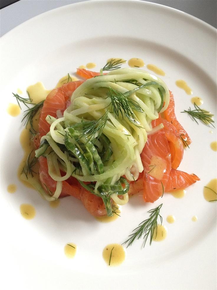 Simple comme du saumon mariné, spaghetti de courgettes, vinaigrette au sirop d'érable