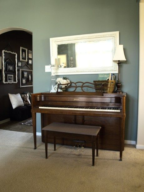 Best 25 upright piano decor ideas on pinterest piano decorating upright piano and piano room - Piano for small space decoration ...