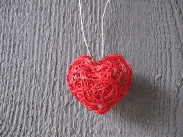 heart string art necklace - cute idea with embroidery floss, but takes a day to dry