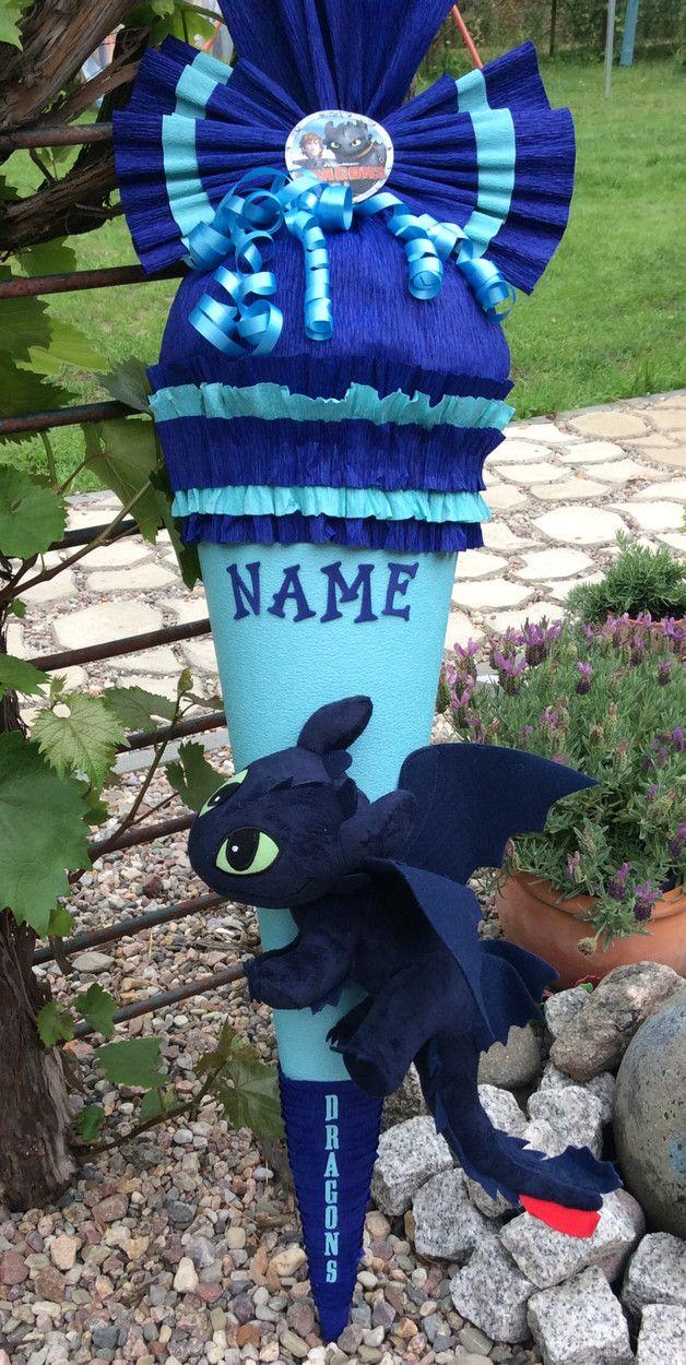"""Exklusive handgefertigte Schultüte Wunschgröße """"Dragons Ohnezahn 30cm"""" inkl. das Aufbringen des Namens Supercoole Schultüte für Jungen und Mädchen Hellblau/Dunkelblau. Verziert wurde..."""