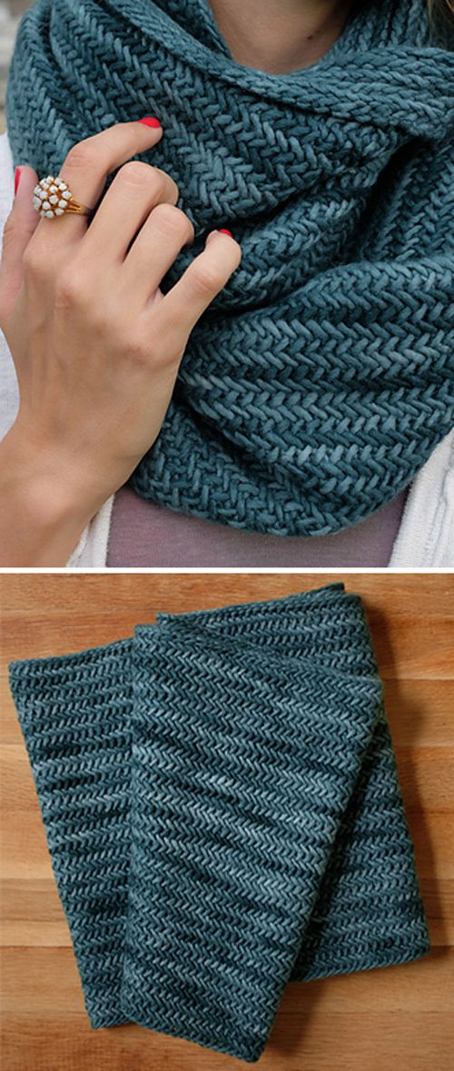 Big Herringbone Cowl – Free Knitting Pattern