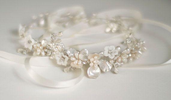 Wedding headband. Pearl headband. Floral Bridal head piece.