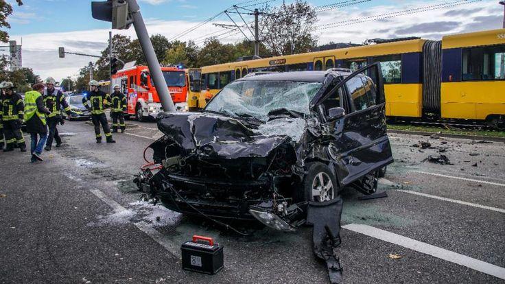 Unglaublicher Zufall | Zwei Stadtbahn-Crashs in Stuttgart - zeitgleich! - Stuttgart - Bild.de