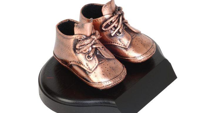 Cómo galvanizar zapatos de bebé