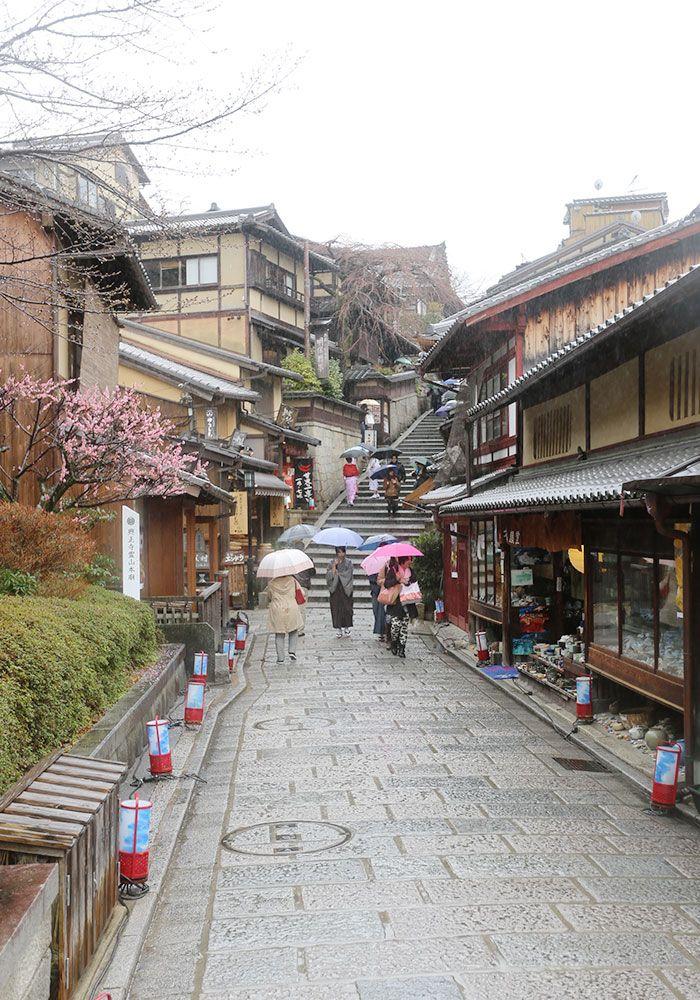 Kyoto, Japan http://www.justlia.com.br/2014/04/quioto-templos-kiyomizu-dera-e-heian-jingu-castelo-nijo-jo/