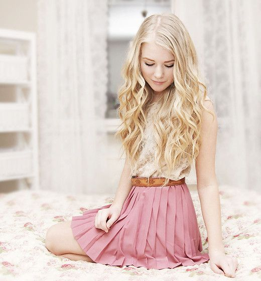 cute outfitBlondes Hair, Fashion, Lace Tops, Soft Colors, Wavy Hair, Long Hair, Cute Outfit, The Dresses, Pleated Skirts
