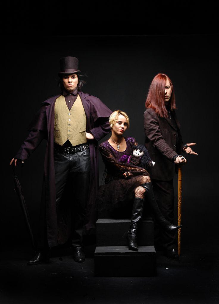 Vamps na Revista Isto É 2004/2005 - Lord A, o escritor Kizzy e a artista Luna . . . . . . Visite o Blog Fashionismo Vamp: www.redevampyrica.com/fashionismovamp