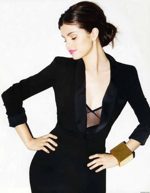 Selena Gómez cumplió 22 años de edad, la ex chica de Disney ha madurado su estilo con escotes, vestidos ajustados y atrevidas tendencias. De la niña dulce con tenis y pantalones vaqueros ya no queda nada. http://www.liniofashion.com.co/linio_fashion/ropa-para-mujeres?utm_source=pinterest&utm_medium=socialmedia&utm_campaign=COL_pinterest___fashion_selenagomez_20140729_08&wt_sm=co.socialmedia.pinterest.COL_timeline_____fashion_20140729selenagomez.-.fashion