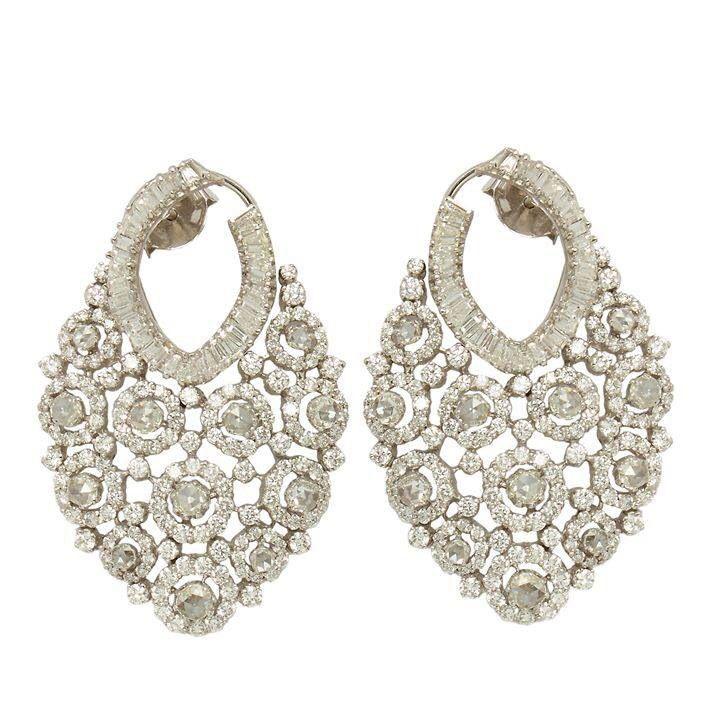 Diamond earring in 18k gold by Anmol Jewellers of Mumbai, India.Description by Pinner Mahua Roy Chowdhury