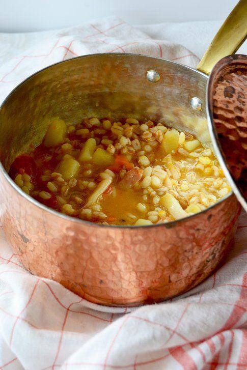 Zuppa di cereali al cumino e paprika piccante. Ricetta e foto di Roberta Castrichella.
