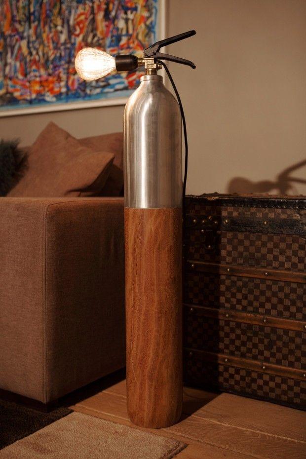 Luminaires à partir d'extincteurs recyclés par A-Broad Studio - Journal du Design