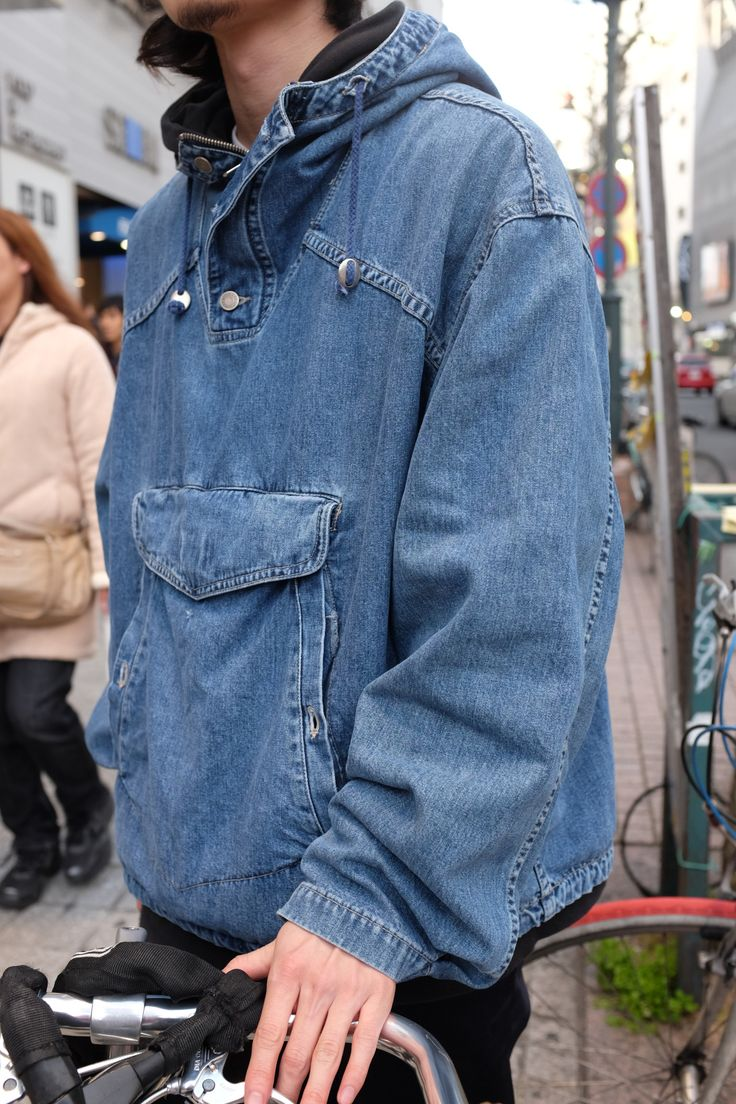 Over-the-head denim anorak on the street of Tokyo spotted by our APAC trend analyst @shoopysharon