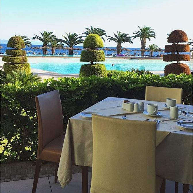 The Milonges A La Carte Restaurant is a perfect option for enjoying lunch by the pool!  Photo by: @monakulsli