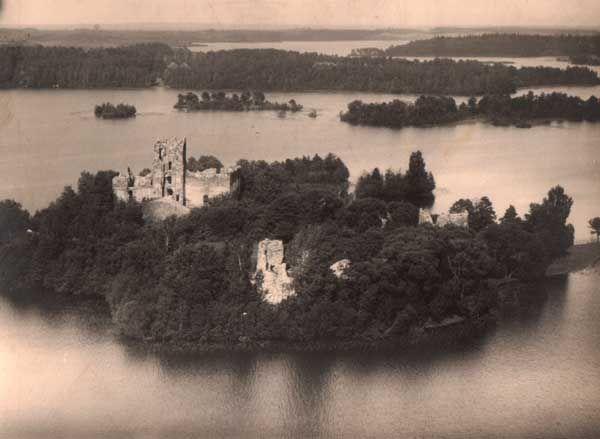 Miasteczko na starych fotografiach . Jezioro Galwa i wyspa Zamkowa. Fotografia z 1930 r (www.szukamypolski)