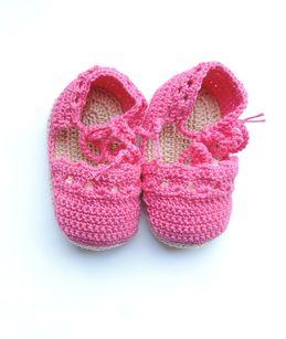 Baby Shoes by Senhorinha