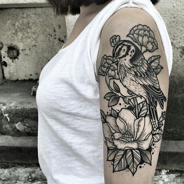 Beautiful bird and flower tattoo by Oliwia Daszkiewicz #botanical