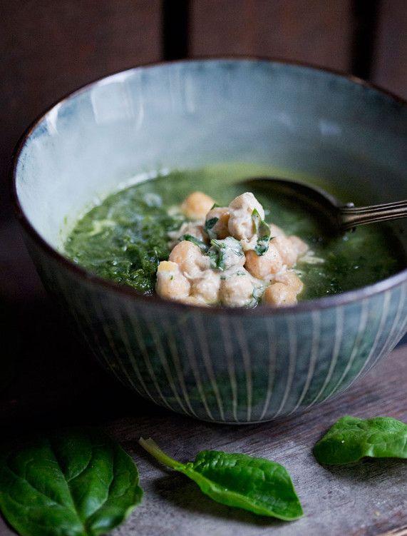 Spenat & grönkålssoppa med tahinikikärtor Vegetarisk veckomeny med Green Kitchen Stories | Världsnaturfonden WWF