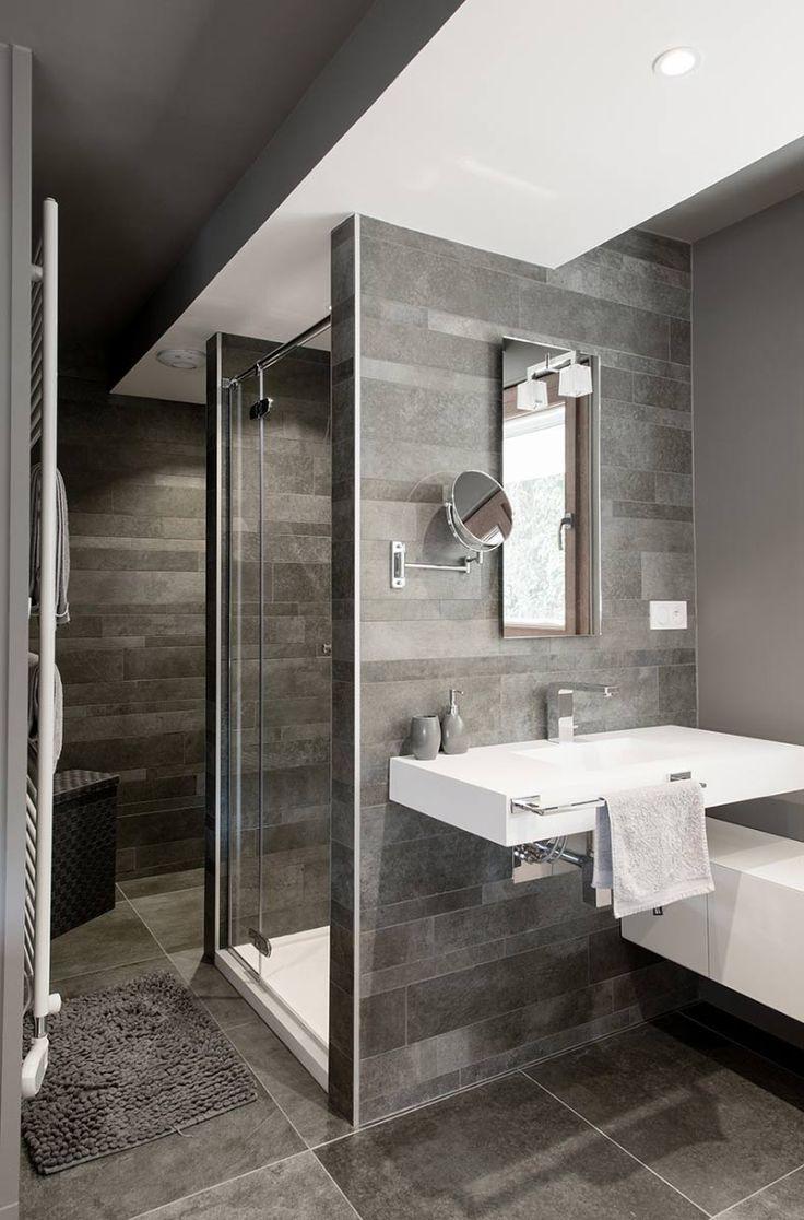Receveur de douche et plan vasque en Solid Surface V-korr. Alliance habile avec la pierre.