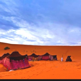 Moroccan dreaming, camping in the Sahara. Also gonna have to do this when going to Morocco.