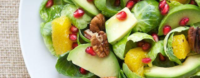 Met deze blogpost hoop ik je inspiratie te geven bij het samenstellen van je salade. Denk bij het samenstellen van een salade eens aan verschillende soorten sla, groenten, fruit, noten, vlees, vis, kaas, dressing, kruiden.