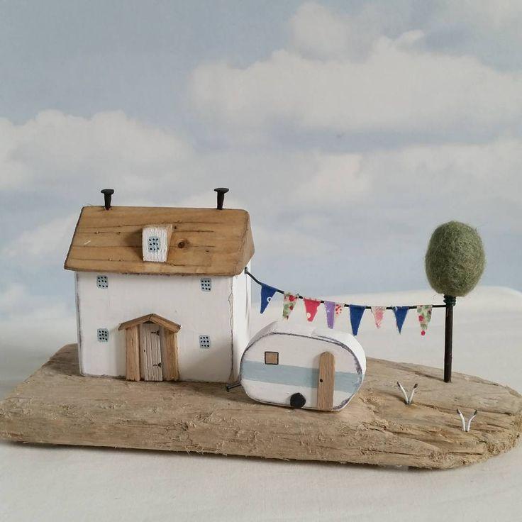 Holiday Time. #driftwood #shabbydaisies #littlehouse #littlecottage #seaside…