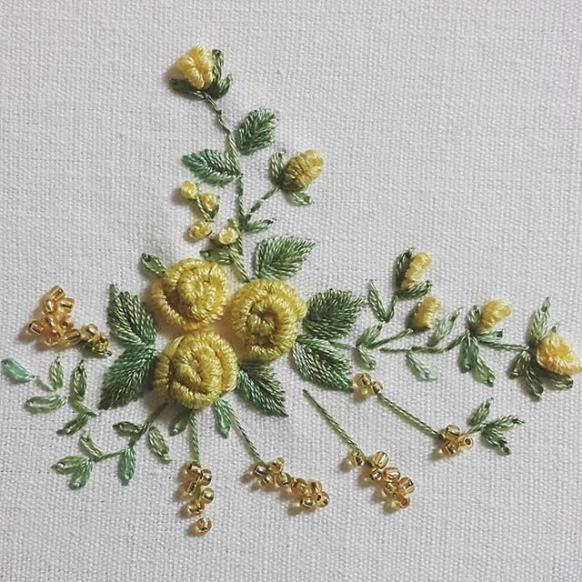 노랑장미~꽃꽂이하듯이#프랑스자수 #장미자수 #노랑장미#embroidery #needlework #flower #rose