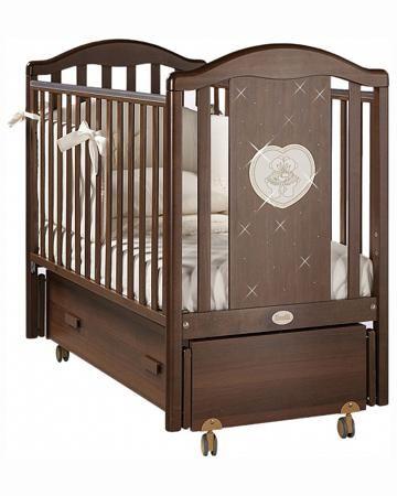 Feretti детская Mon Amour Swing Орех  — 47550р. ---------------- Кровать-маятник Feretti Mon Amour Swing Орех - элегантный, функциональный и безопасный вариант кроватки для новорожденных. Боковая спинка кровати украшена аппликацией в виде двух мишек в сердце и драгоценными стразами. Передняя планка может опускаться для...