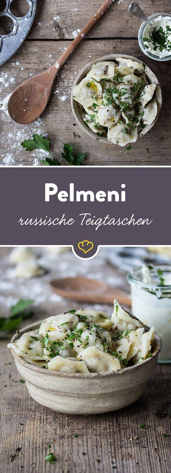 """""""Pelmeni"""" sind kleine, mit Hackfleisch gefüllte Teigtaschen, die wahlweise mit heißer Butter, Schmand und etwas Essig serviert werden. Hier geht's zum Rezept."""