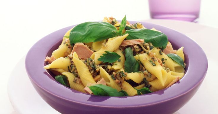 Pasta mit Thunfisch-Limetten-Pesto Rezept | EAT SMARTER