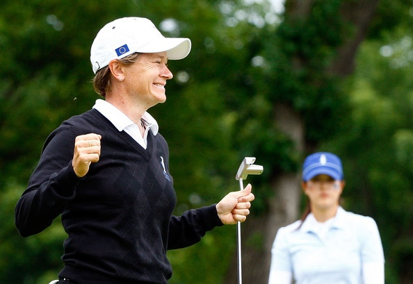 Catriona Matthew of Team Europe sinks a birdie putt on 18 to cap off her Day 1 match of the 2009 Solheim Cup.