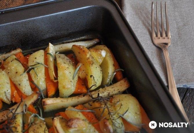 Tepsis sültkrumpli paszternákkal és sárgarépával