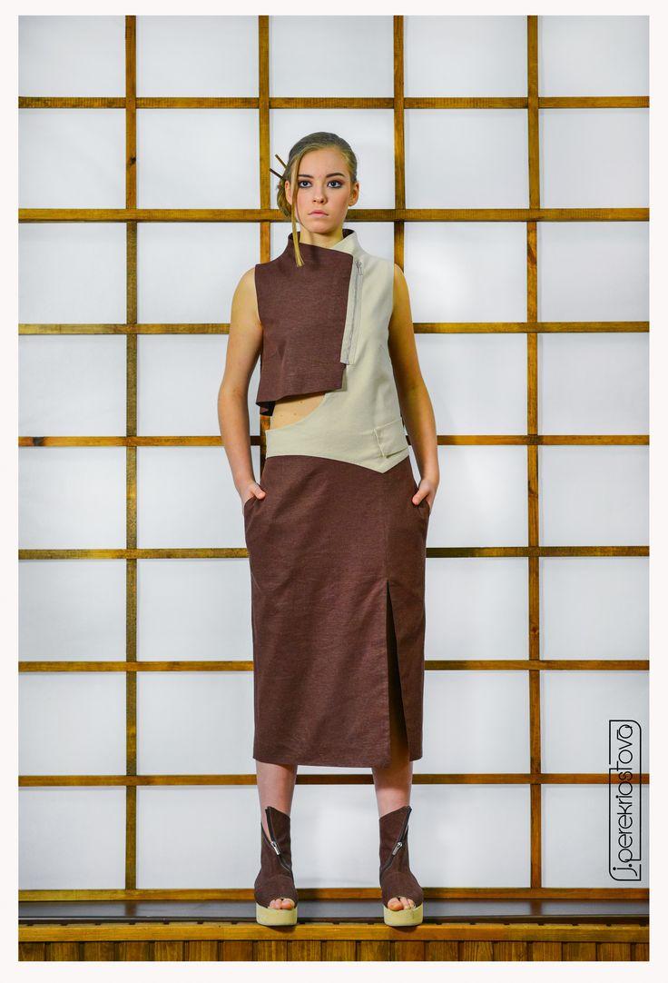 Платье двухцветное с отлетной спинкой и открытым боком - J.Perekriostova