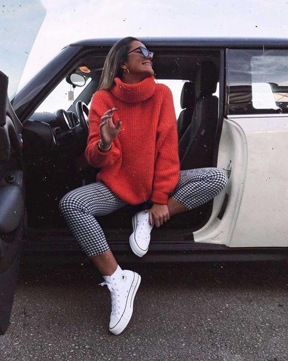 Te dejamos algunos outfits casuales y súper modernos para que te sientas cómoda el fin de semana. Checa estos looks con tenis blancos que puedes combinar con todo tu clóset. Lleva chamarras de piel, denim, abrigos, gabardinas, suéteres calientitos y más prendas para outfits de fin de semana o para la oficina este 2020. Casual Winter Outfits, Winter Fashion Outfits, Look Fashion, Trendy Outfits, Autumn Fashion, Autumn Outfits, Urban Chic Outfits, Ootd Winter, Sneakers Fashion Outfits