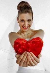 Свадьба, приуроченная к празднику - один из популярных вариантов тематических свадеб! Загляните в календарь – как много славных праздников Вы увидите! Быть может какой-то из них подаст Вам идею для собственной свадьбы? «Влюблённые» свадьбы на День Святого Валентина, наполненные чудесами свадьбы на Рождество, трогательные весенние свадьбы на 8-марта. А может быть, у Вас будет свадьба в один день с годовщиной свадьбы Ваших родителей? Всё может быть!