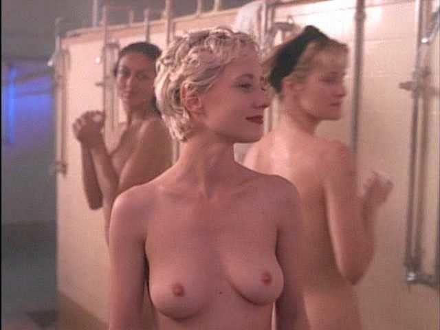 Wo findet man Nacktfotos von Beverly DAngelo? -