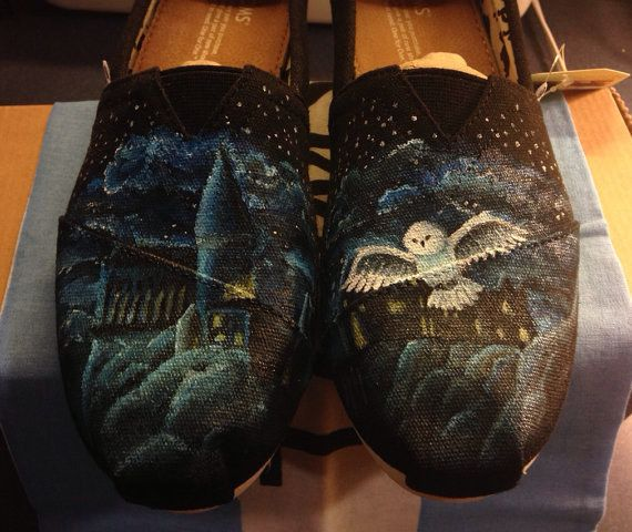 And the PotterHeads | Community Post: 25 Beautifully Hand-Painted TOMS For Every Fandom