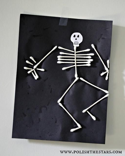 Halloween craft @Stephanie Close Close Close Close Q tip cotton swab skeleton man. Awesome kindergarten, first grade, young kid, craft
