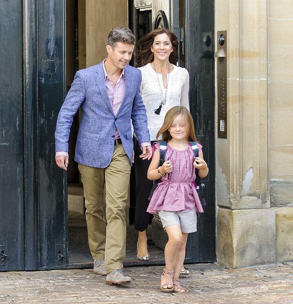 Dänisches Kronprinzenpaar: 13. August 2013 Ein großer Tag für Isabella: Die Prinzessin wird in die Tranegaardskolen in Hellerup eingeschult. Prinz Frederik und Prinzessin Mary begleiten ihre älteste Tochter.
