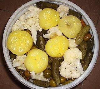 Nagyi titkai a házias ízekről receptekkel: Hordós savanyúság (dobálós)