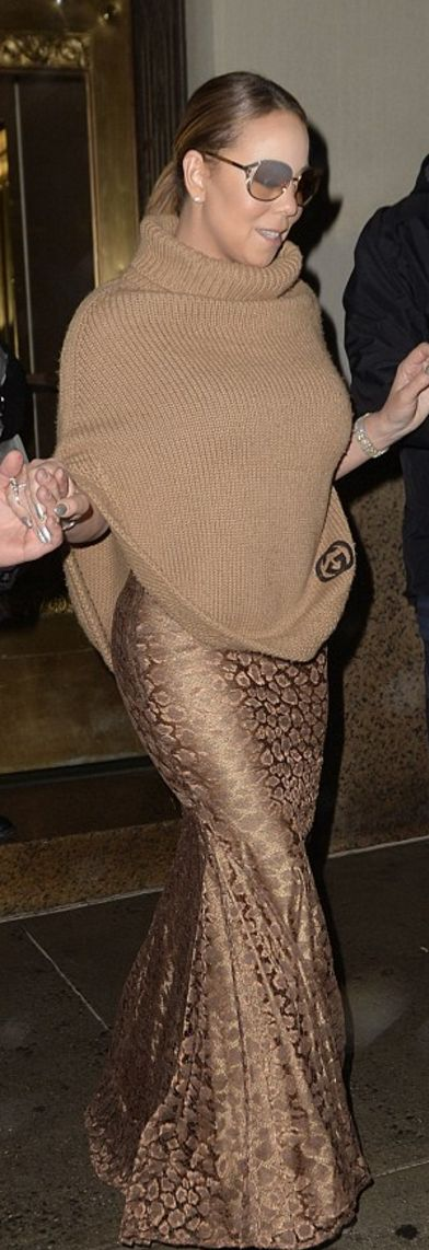 Who made  Mariah Carey's brown ribbed turtleneck sweater?