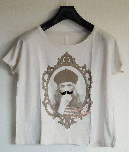 レディースドルマンTシャツです。女の子にフェルトのヒゲを付けました。生地は薄いので、インナーと合わせて着ていただくと良いです。着丈は短めなのでハイウェストのス...|ハンドメイド、手作り、手仕事品の通販・販売・購入ならCreema。