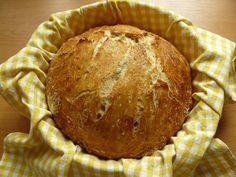 Není nic lepšího, než domácí pečivo, věřte mi. V době, kdy jsem tento recept… http://vychytavkov.cz/nejsnadnejsi-domaci-chleb-pripraveny-uz-za-30-minut/