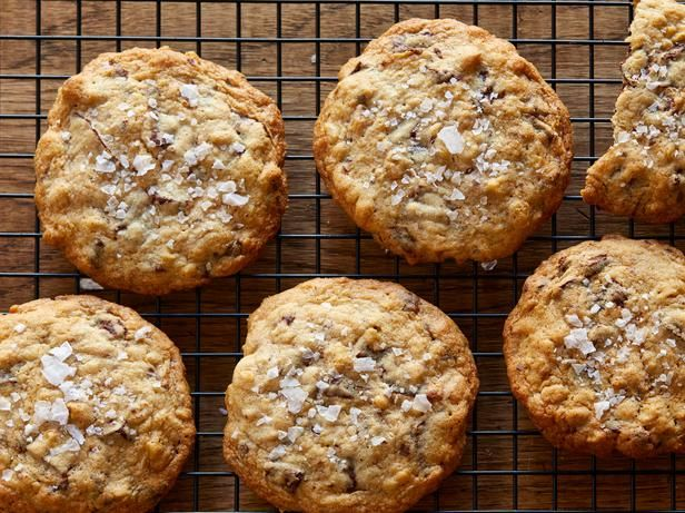 Anne Burrell's Chocolate Chunk Oatmeal Cookies #12DaysOfChristmas