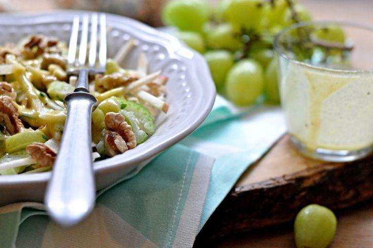 Kitchen story | Celerový salát s jablkem a hroznovým vínem | http://www.kitchenstory.cz
